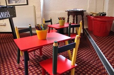 pub-childrens-tables-tavistock