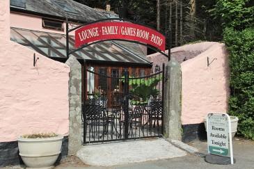 tavistock-pub-troutntipple-patio-entrance