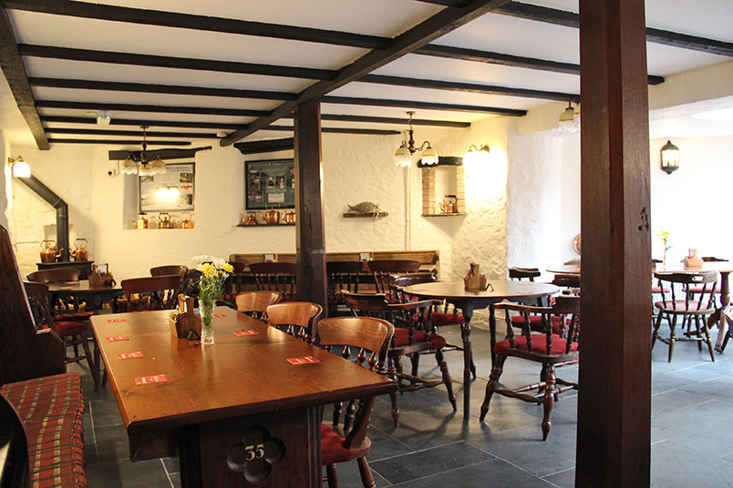 trout-n-tipple-restaurant-tavistock-lighting