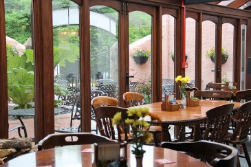 trout-n-tipple-restaurant-tavistock-view-outside